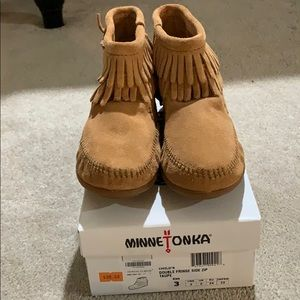 Minnetonka Child's Double Fringe Suede Taupe Boots